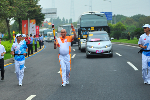 Passionate Universiade with Heart-touching Torch Relay